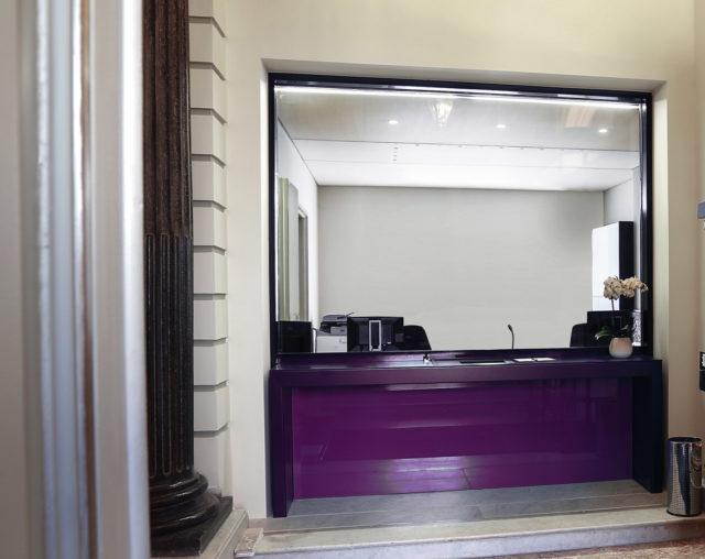 Bulletproof reception desk
