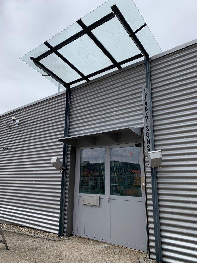 Un guichet extérieur conçu par Metal Quartz